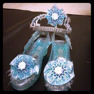 Frozen shoes and tiara